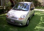 Vendo spark color plata año 2011