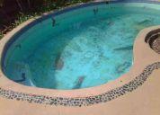 Aplicación de pintura para piscina