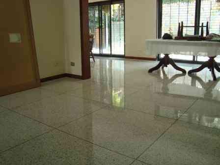 Emplomado y cristalizado de pisos de granito y marmol for Pisos en marmol y granito