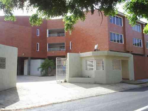 Vendo apartamento en el Plaza Suites, Paraguachí