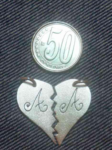 Dijes corazones partidos con letras caracas joyas for Banar en plata precio