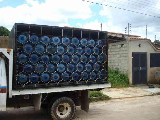 Casillero para botellones de agua potable valencia for Tambores para agua potable