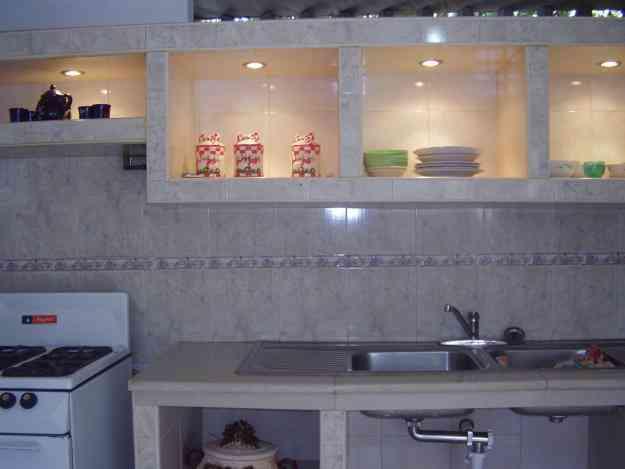 Cocina empotrada en concreto y ceramica imagui for Cocinas modernas en cemento