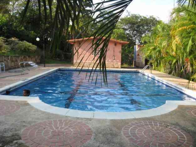 Casa vacacional safari carabobo country con piscina for Apartamentos con piscina en valencia