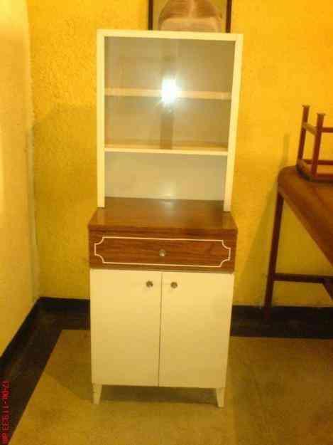 Excelente combo de dos piezas vitrina grande gavetero con for Combo muebles hogar